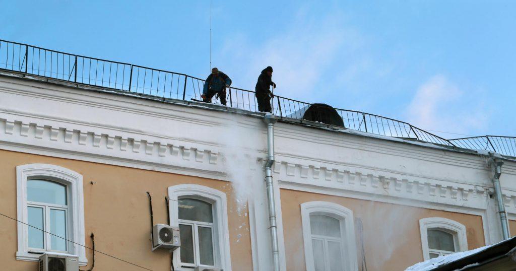 men repairing the commerial roof